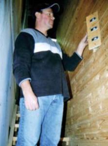 Holzverschalung des gedämmten Pufferspeichers